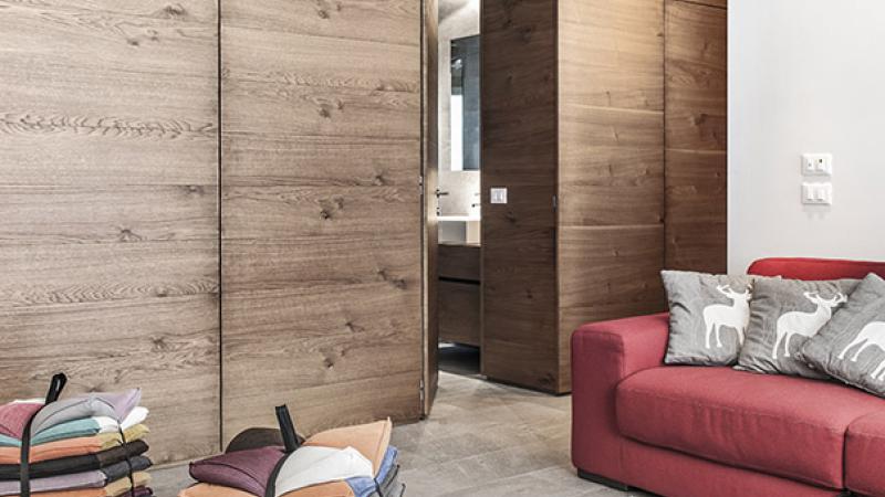 Pavimento in gres per il salotto - Parquet e Gres: Appartamento P. B.